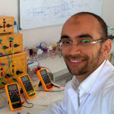 Hello! My name is Mohamed Soltane Mimouni, I am Tunisian. I live in Mourouj, I am an electrical engineering teacher.